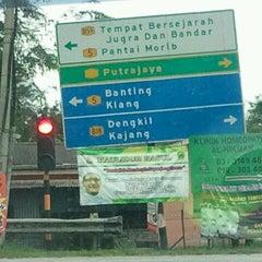 Photo taken at Kampung Bukit Changgang by Swoishah S. on 1/21/2012