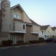 Photo taken at Residence Inn Sunnyvale Silicon Valley I by Jinyoung P. on 12/6/2011