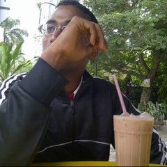 Photo taken at Berkat tomyam by Rudy Marquez on 4/3/2012