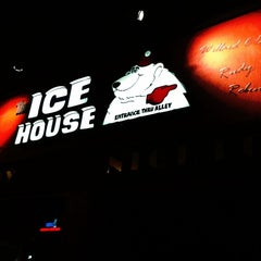 Photo taken at Icehouse Comedy Club Pasadena by Jesse J. on 9/11/2011