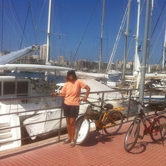 Photo taken at Muelle Deportivo by María L. on 10/9/2011