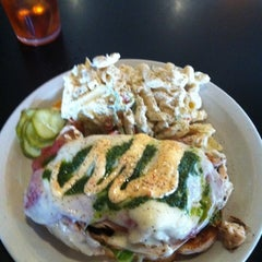 Photo taken at Bread Winners Cafe & Bakery by Hector Z. on 8/29/2011