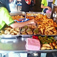 Photo taken at Restoran Haslam by Ahmad Fitri A. on 2/14/2012