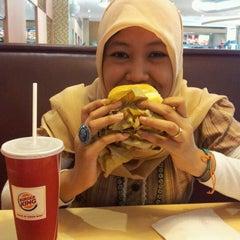 Photo taken at Burger King by vilda d. on 1/24/2012