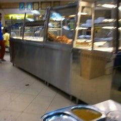 Photo taken at Nasi Kandar Makbul by Mohd Farreez Z. on 1/5/2012