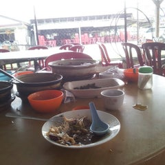 Photo taken at Restaurant Chong Fue Bak Kut Teh by £@|z on 8/5/2012