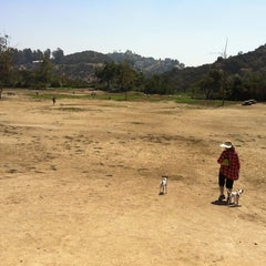 Photo taken at Laurel Canyon Dog Park by Leesa S. on 8/30/2011