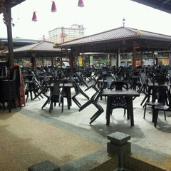 Photo taken at Kuchai Lama Food Court by Billy C. on 12/21/2011