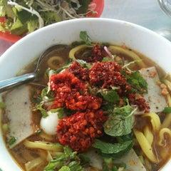 Photo taken at Quan Tam Tam by Kanye M. on 7/13/2012