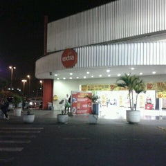 Photo taken at Extra Hiper by Michelle M. on 4/26/2012