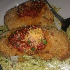 Photo taken at Buca di Beppo Italian Restaurant by Ken D. on 10/8/2011