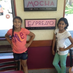 Photo taken at Dunkin' Donuts by Daniella Veras @. on 8/21/2012