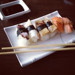 Photo taken at Restaurante Sushi Tori | 鳥 by Daniel S. on 6/1/2012
