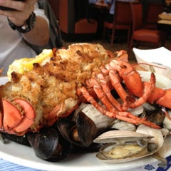 Photo taken at Legal Sea Foods by Gilbert H. on 4/25/2012
