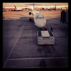 Photo taken at Concourse B by Synthea D. on 6/17/2012