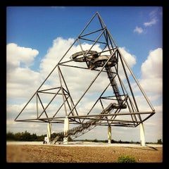 Photo taken at Tetraeder (Halde Beckstraße) by geheimtip ʞ. on 6/2/2012
