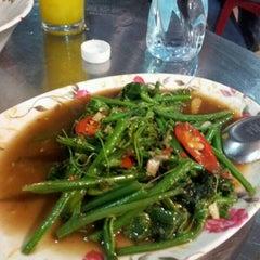 Photo taken at อ้วนอิ่ม (Uaan-im) by Woralan P. on 3/1/2012