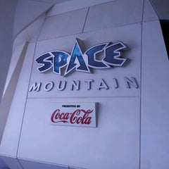 Photo taken at スペース・マウンテン (Space Mountain) by Shinpei Y. on 8/21/2011