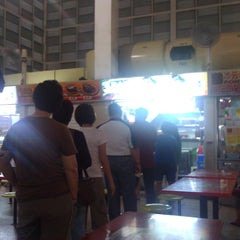 Photo taken at Soon Heng Fishball Noodle by Ron H. on 7/27/2011