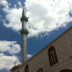 Photo taken at İçerenköy Birlik Câmii by Vedat K. on 6/8/2012