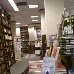 Photo taken at Barnes & Noble by Julia H. on 4/13/2011