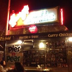 Photo taken at Harry's Café De Wheels by Jack H. on 8/7/2012