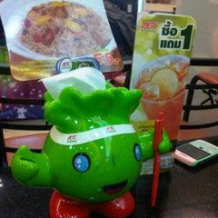 Photo taken at MK Restaurant (เอ็มเค) by Ancha S. on 9/24/2011
