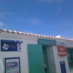 Photo taken at A l'Abri des Coups de Mer by pierre a. on 6/10/2012