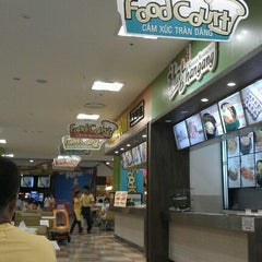 Photo taken at Lotte Mart by Ohlala J. on 10/2/2011