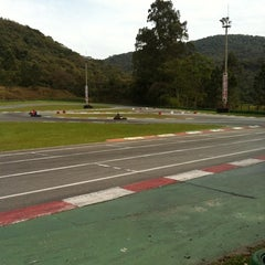 Photo taken at Kartódromo Internacional Aldeia da Serra by Ricardo C. on 9/11/2011