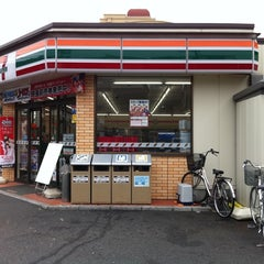 Photo taken at セブンイレブン 足立綾瀬1丁目店 by kowagari on 2/24/2011
