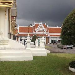 Photo taken at วัดเทพศิรินทราวาส ราชวรวิหาร (Wat Debsirin) by Fon C. on 5/5/2012