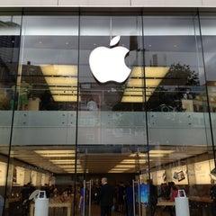 Photo taken at Apple Store, Große Bockenheimer Straße by moriken 🐷 on 7/11/2012