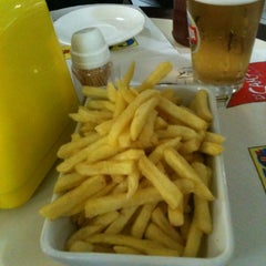 Photo taken at Carlito Hamburguer by Silvia R. on 6/22/2012