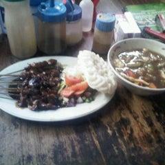 Photo taken at Mie Kocok Bandung Sobur Jaya by doddy s. on 3/7/2012