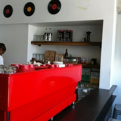Photo taken at Elite Audio Coffee Bar by Govind K. on 6/26/2012