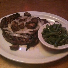 Photo taken at Texas Roadhouse by Shixin Y. on 8/22/2012