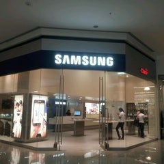 Photo taken at Samsung Galaxy Store by Stephanie W. on 3/30/2012