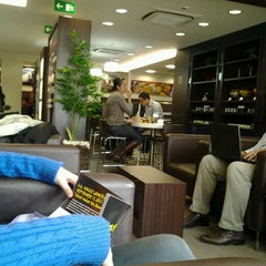 Photo taken at Lounge HSBC Premier by Thierry R. on 7/23/2012