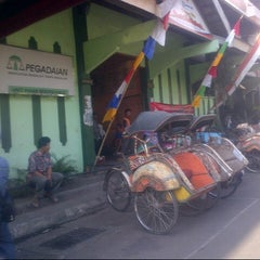 Photo taken at Pasar Beringharjo by Aniek S. on 8/23/2012