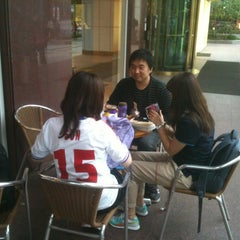 Photo taken at The Coffee Bean & Tea Leaf by Sangwoong Y. on 5/1/2012