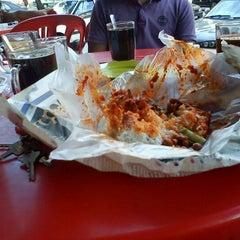 Photo taken at Restoran Malauwi by Kejang K. on 1/9/2012