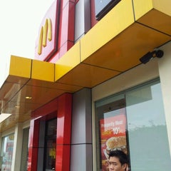 Photo taken at McDonald's by Herman T. on 12/24/2011