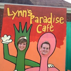 Photo taken at Lynn's Paradise Cafe by Karyne B. on 5/6/2012