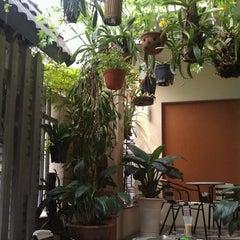 Photo taken at Cà phê Nấm by Ngựa H. on 11/12/2011