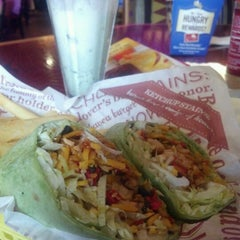 Photo taken at Red Robin Gourmet Burgers by Kim on 4/15/2012