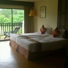 Photo taken at Takolaburi Cultural and Spa Resort by Bom on 4/6/2012