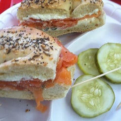 Photo taken at Main Street Bagel Deli by Dai L. on 8/18/2012