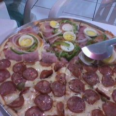 Photo taken at Pizzaria Azeite de Oliva by @ronaldo a. on 12/12/2011