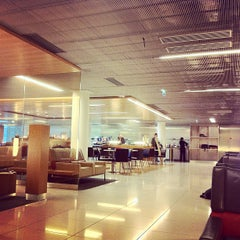 Photo taken at Air France Lounge by kagecho on 10/17/2011